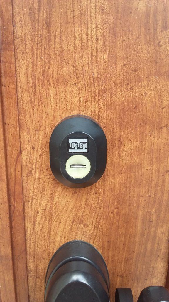 美和ロックのPSシリンダーが付いた玄関扉