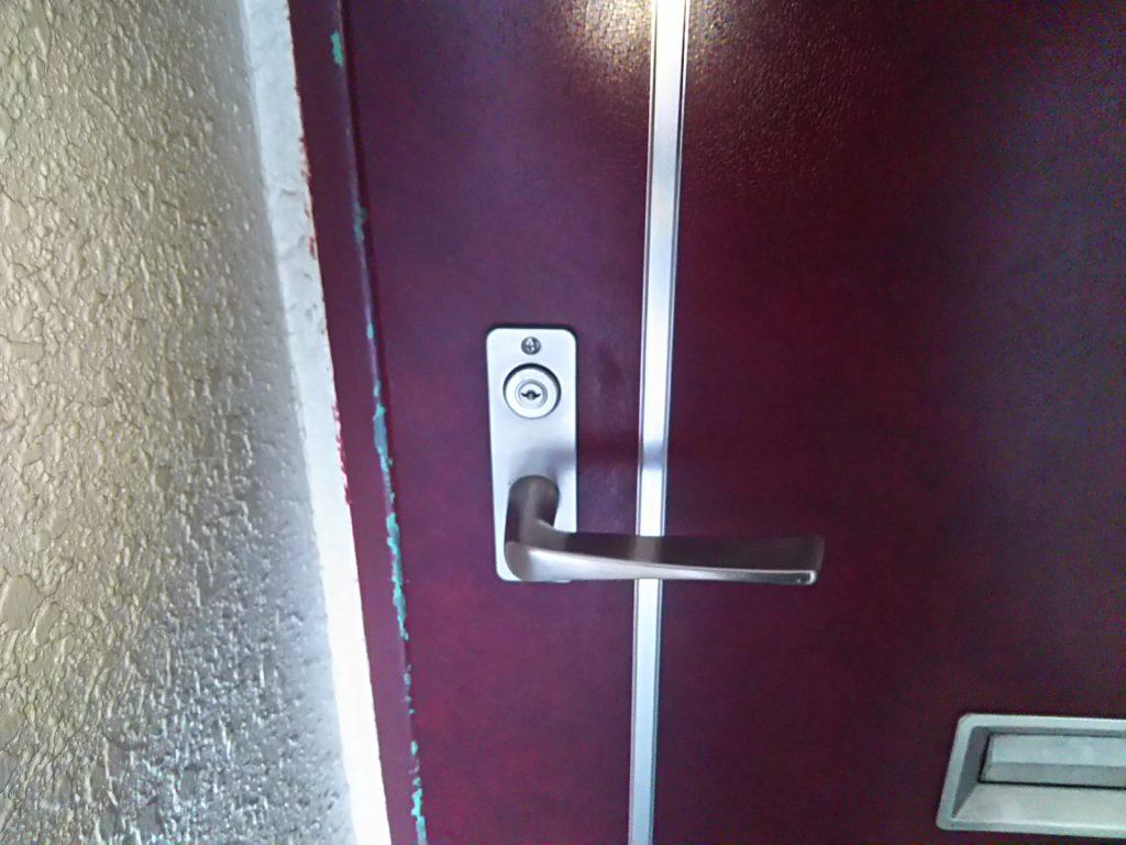 美和ロックのU9が付いた玄関の扉