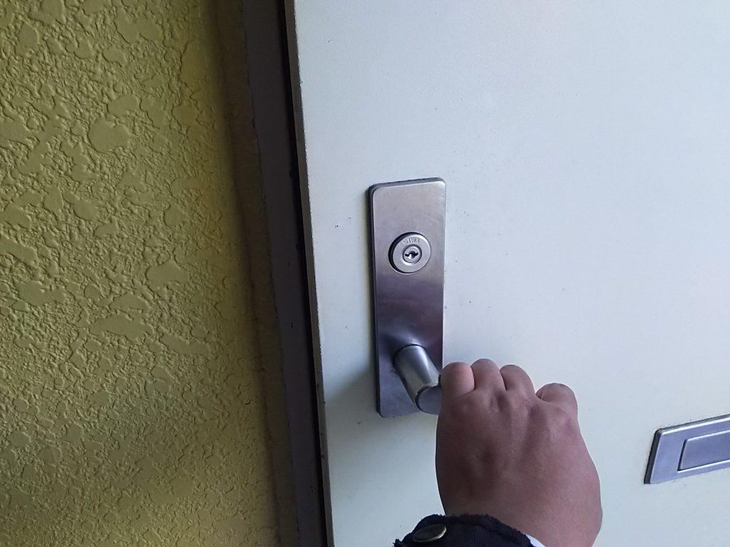 解錠したマンションの玄関ドア
