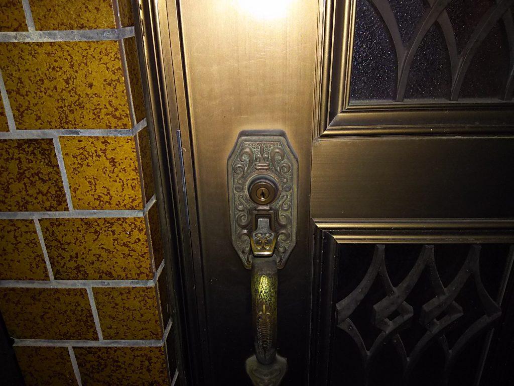 鍵の動作不良が起きた玄関ドア