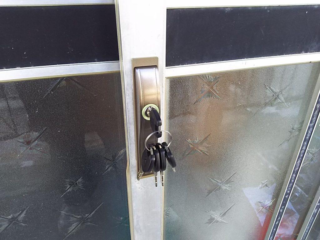 ディンプルキーの錠前に取り替えた引き戸